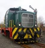 Henschel DH 440/121452/henschel-dh440das-baujahr-war-1956-die Henschel DH440.Das Baujahr war 1956; die Fabriknummer trug 26748 und früher konnte man sie im RWE Werk in Frimmersdorf bewundern, wo sie die Loknummer 2 trug.SIe ist noch eine der letzten Vertreterinnen ihrer Art! Gesehen am 13.2.11.