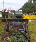 MAN Schienenbus/119105/im-september-zu-puetzchens-markt-verkehren Im September zu 'Pützchen's Markt' verkehren immer zwei MAN Schienenbusse  der Rhein-Sieg-Eisenbahn.Es handelt sich hier um den MAN Schienenbus VT23 der wieder seine Ursprungslackierung erhalten hat.