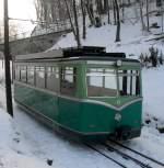 Drachenfelsbahn/115734/elektrotriebwagen-der-drachenfelsbahn-kurz-vor-der Elektrotriebwagen der Drachenfelsbahn kurz vor der Endhaltestelle im Januar 2011.